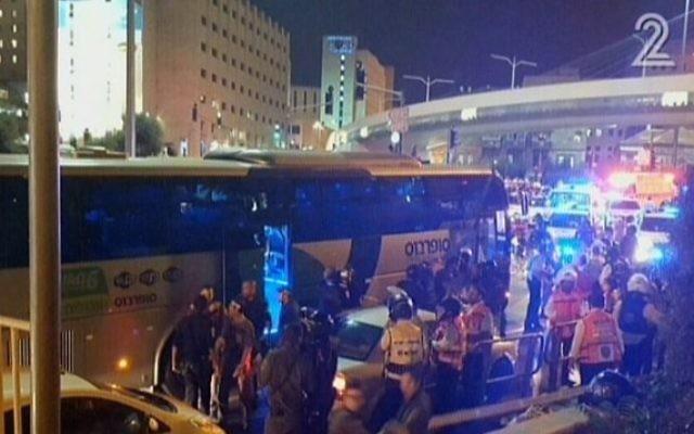 La scène d'une tentative d'attaque dans un autobus à Jérusalem le lundi 12 octobre 2015 (Capture d'écran: Deuxième chaîne)
