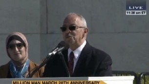 """Le révérend Jeremiah Wright, l'ex-pasteur du président Obama, prononce un discours à Washington dans lequel il qualifie Israël d' """"état d'apartheid"""" et affirme que """"Jésus était un Palestinien"""", le 10 octobre 2015. (Crédit : capture d'écran YouTube)"""