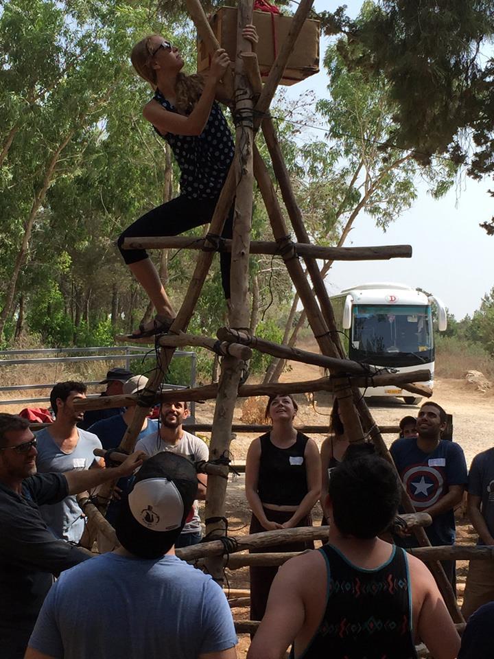 Les participants au Zell entrepreneurship program pendant une visite sur le terrain (Crédit : Facebook)