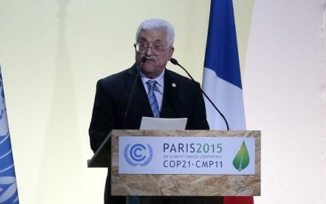 Le président de l'Autorité palestinienne Mahmoud Abbas prononçant un discours lors de la conférence des Nations unies sur le changement climatique COP 21, le 30 novembre 2015 au Bourget, en périphérie de la capitale française Paris (Crédit : AFP PHOTO / JACQUES DEMARTHON)