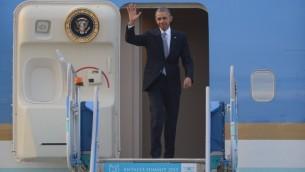 Le président américain Barack Obama à son arrivée à l'aéroport international d'Antalya le 15 novembre 2015 pour le début du Sommet des dirigeants du G20 (Crédit : AFP PHOTO / OKAN OZER)