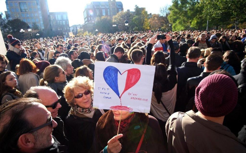 Les Américains se rassemblent pour une veillée de solidarité avec les citoyens de France le 14 novembre, 2015 à New York, (Crédit : AFP PHOTO / JEWEL SAMAD)