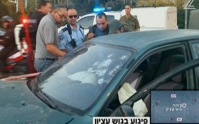 Scène de la fusillade dans le Gush Etzion, le 19 novembre 2015 (Crédit : capture d'écran Deuxième chaîne)