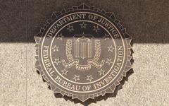 L'emblème du FBI au J. Edgar Hoover Building. Illustration. (Crédit : Cliff/CC BY 2.0/Flickr)