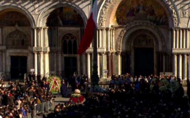 Funérailles publiques de Valeria Solesin, victime italienne du Bataclan, le 24 novembre 2015 (Crédit : capture d'écran REP TV)