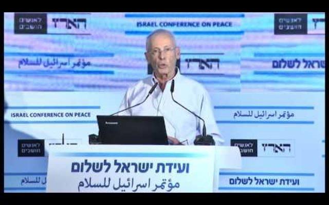Le depute Likud Benny Begin  à la conférence pour la paix du quotidien Haaretz à Tel Aviv le 12 novembre 2015 (Capture d'écran: YouTube)