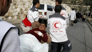 Des secouristes du Croissant rouge palestinien. Illustration. (Crédit : Nati Shohat/Flash90)