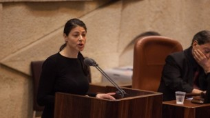 Merav Michaeli, députée de l'Union sioniste parle à la Knesset, le 27 février 2013 (Crédit : Flash90)