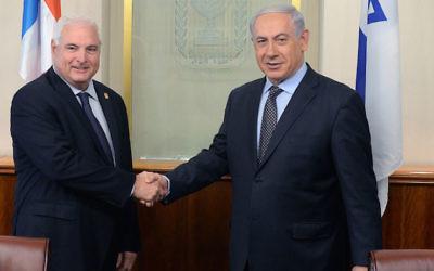 Le Premier ministre Benjamin Netanyahu rencontre le président du Panama, Ricardo Martinelli, à Jérusalem, le 29 mai 2014 (Crédit : Kobi Gideon / GPO / Flash90)