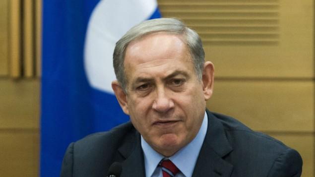 Le Premier ministre Benjamin Netanyahu lors d'une réunion du groupe Likud à la Knesset, le lundi 19 octobre 2015 (Crédit : Miriam Alster / Flash90)