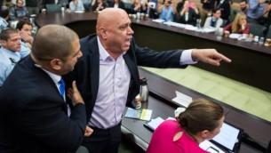 """Le député Issawi Freij expulsé d'un débat sur l'organisation anti-assimilation """"Lehava"""" lors d'une réunion de la commission des Affaires intérieures au parlement israélien, le 10 novembre 2015 (Crédit : Yonatan Sindel / FLASH90)"""