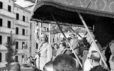 Francisco Franco pendant un discours à EIbar en 1949 (Crédit : Indalecio Ojanguren/ CC-BY-SA 3.0)