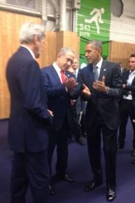 Le Premier ministre s'est entretenu avec le Secrétaire John Kerry et le président américain Barack Obama à la COP21 à Paris, le 30 novembre 2015 (Crédit : autorisation)