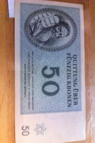Un billet de 50 couronne du camp de concentration de Theresienstadt qui fait partie de la collection du Centre Strassler (Crédit : Autorisation de l'université Clark)