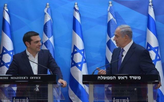 Le Premier ministre israélien, Benjamin Netanyahu, et le Premier minisre grec, Alexis Tsipras, lors de leur rencontre à Jérusalem le 25 novembre 2015 (Crédit : Kobi Gideon, GPO)