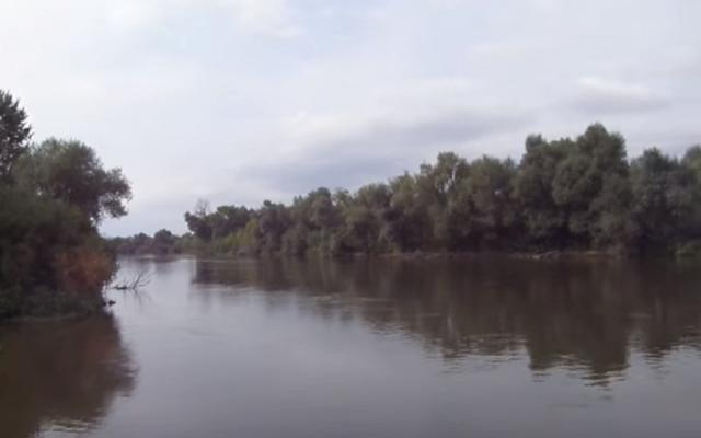 Rivière d'Evros qui sépare la Turquie et la Grèce (Crédit : Capture d'écran YouTube)