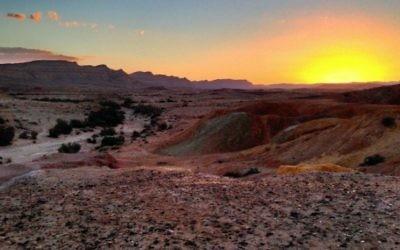 Coucher de soleil dans le désert du Néguev près de la ville de Yeruham (Wikimedia Commons / Matthew Parker)