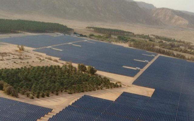 Vue aérienne du champ solaire de 40 mégawatts récemment construit au kibboutz Ketura, qui fournit le tiers de l'électricité pour la ville d'Eilat pendant les heures du jour (Photo: Autorisation / Gigawatt Global)