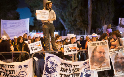 Les juifs religieux en Israël, les défenseurs les plus virulents de Pollard, au cours d'une manifestation le 19  mars 2013 (Crédit : Yonatan Sindel / flash 90)