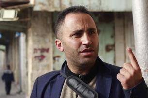 """Issa Amro, qui dirige l'organisation """"Youth Against Settlements dans la Vieille Ville de Hébron le 5 novembre 2015 (Photo: Juda Ari Gross / Times of Israel)"""
