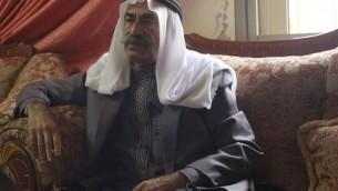 Sheikh Abou Khader Jabari, le chef de l'une des plus grandes familles à Hébron, dans sa maison le 5 novembre 2015 (Photo: Juda Ari Gross / Times of Israel)