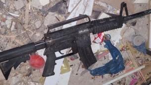 Un fusil assaut M-16 trouvé à al-Zawiya par les troupes de Tsahal lors d'un raid nocturne  le 26 novembre  2015 (Unité du porte-parole de Tsahal )