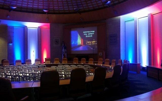 La salle du conseil municipal de Jérusalem avant le rassemblement de solidarité avec Paris, le 15 novembre 2015 (Photo: Facebook)