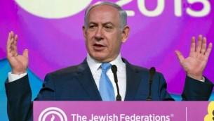 Benjamin Netanyahu s'adressant au JFNA à Washington le 10 novembre 2015 (Crédit : Ron Sachs, JFNA)