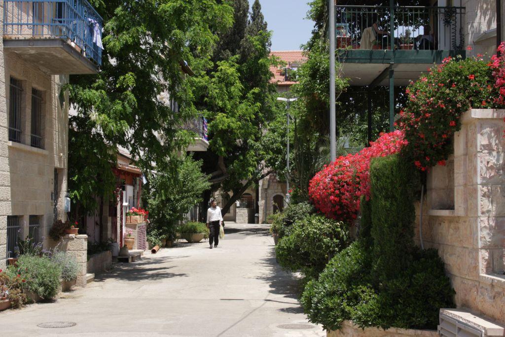 Une scène de rue dans le quartier d'Ohel Moshe de Jérusalem (Crédit : Shmuel Bar-Am)