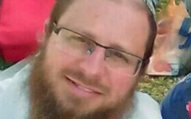 Le rabbin Yaakov Litman, qui a été assassiné avec son fils Netanel dans un attentat terroriste près de Hébron en Cisjordanie, le 13 novembre 2015 (Crédit : capture d'écran Deuxième chaîne)
