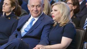Benjamin Netanyahu et son épouse Sara au JFNA à Washington le 10 novembre 2015 (Crédit : Ron Sachs, JFNA)
