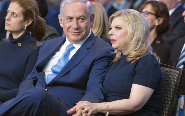 Le Premier ministre Benjamin Netanyahu et son épouse Sara au JFNA, à Washington, le 10 novembre 2015. (Crédit : Ron Sachs, JFNA)