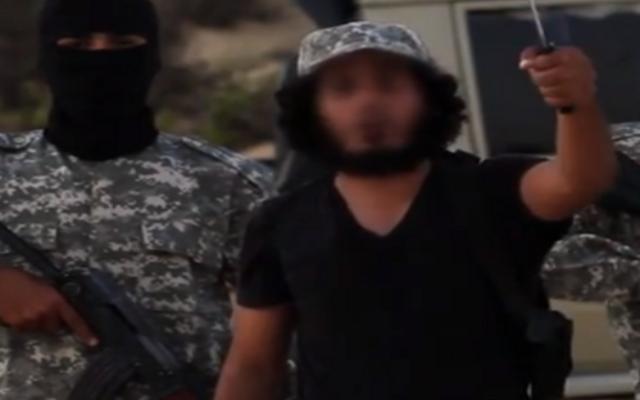 """Image extraite d'une vidéo de l'Etat islamique en hébreu promettant une « grande guerre » contre  les """"petits fils des singes et des cochons """"  (Capture d'écran YouTube)"""