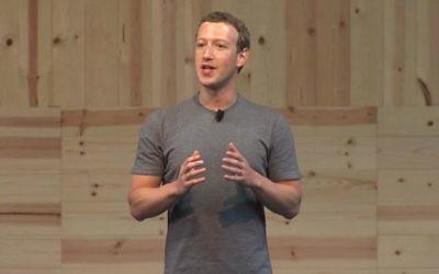 """Le fondateur et PDG de Facebook, Mark Zuckerberg, annonçant de nouveaux essais pour un bouton """"je n'aime pas"""", le 15 septembre 2015 (Crédit : capture d'écran/Facebook/Vimeo)"""