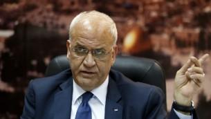 Saeb Erekat, secrétaire général de l'Organisation de la libération de la Palestine (OLP), à Ramallah le 23 novembre 2015. (Crédit : AFP/Abbas Momani)
