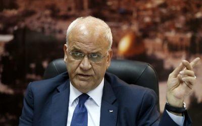 Saeb Erekat, secrétaire général de l'Organisation de la libération de la Palestine (OLP), à Ramallah, le 23 novembre 2015. (Crédit : Abbas Momani/AFP)