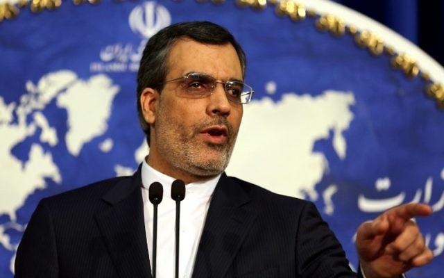 Le porte-parole du ministère des Affaires étrangères de l'Iran, Hossein Ansari Jaberi lors d'une conférence de presse hebdomadaire, à Téhéran, en Iran, le 14 décembre 2015 (Crédit : AFP / ATTA KENARE)