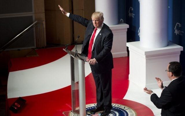 Le candidat aux primaires du parti républicains en vue des élections présidentielles, Donald Trump, pendant son discours au Republican Jewish Coalition 2016 à Washington, le 3 décembre 2015 (Crédit : AFP PHOTO / SAUL LOEB)