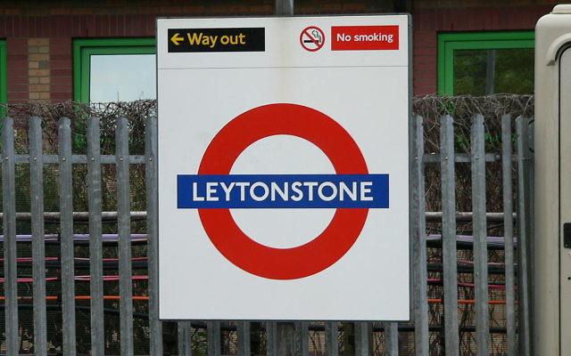 Panneau de la station de métro Leytonstone à Londres où a eu lieu une attaque au couteau le samedi 5 décembre 2015 (Créidt : Creative Commons Attribution-Share Alike 4.0 International/Chris McKenna)