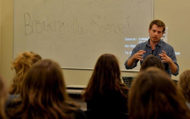 Une conférence d'un membre de Breaking The Silence (Crédit : Gili Getz)