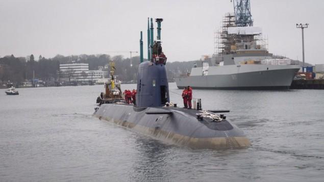 L'INS Rahav, le plus récent sous-marin d'Israël, partant du port allemand de Kiel vers Haïfa, où il devrait arriver le mois prochain, le 17 décembre 2015. (Crédit : unité des porte-paroles de l'armée israélienne)