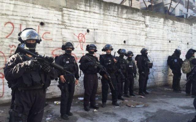 Des policiers dans le camp de réfugiés de Shuafat, à Jérusalem Est. Illustration. (Crédit : police israélienne)