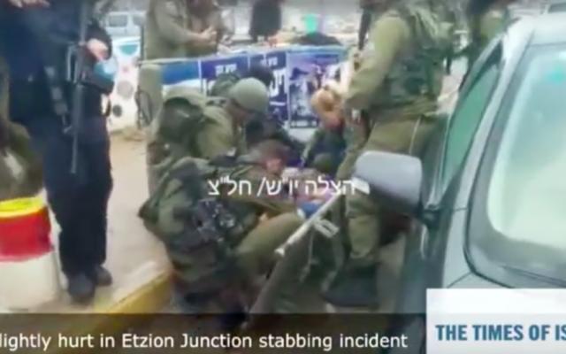 Capture d'écran de la scène de tentative d'attaque au couteau en Cisjordanie, le 1er décembre 2015 (Crédit : Times of Israel)