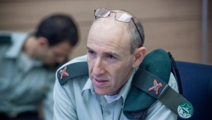Brick. Gen. Itai Brun, le chef de l'unité la recherche et de l'analyse des renseignements militaires de Tsahal, à une audience de la commission des Affaires étrangères et de la Défense à la Knesset en 2012 (Crédit : Noam Moskowitz / Flash90)