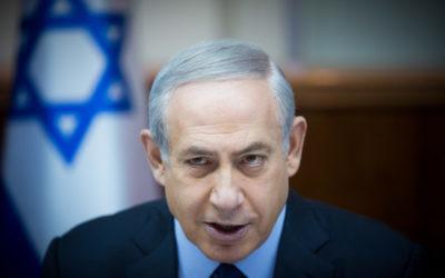 Le Premier ministre Benjamin Netanyahu à la réunion hebdomadaire du cabinet, le 13 décembre 2015 (Crédit photo: Yonatan Sindel/Flash90)