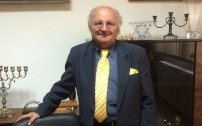 Jakob Finci, le chef de la communauté juive de Bosnie-Herzégovine, dans son bureau à Sarajevo (Photo: Anne Joseph / The Times of Israel)