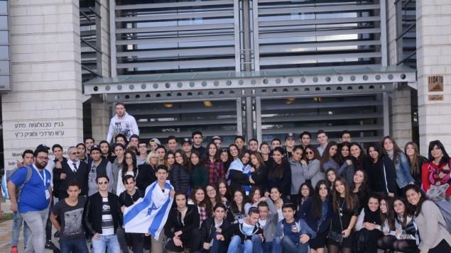 Des étudiants français en visite à l'université de Bar-Ilan dans le cadre du programme Bac Bleu Blanc (Crédit : université de Bar-Ilan)