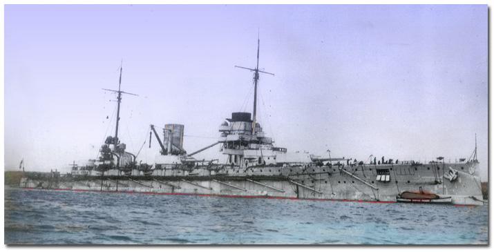 La navire de guerre allemand, le SMS Goeben sur une carte postale pré-Première Guerre mondiale (Crédit : domaine public via Wikipedia)