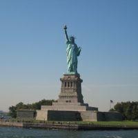 Vue sur la Statue de la Liberté à New York (Crédit : Wikimedia commons)