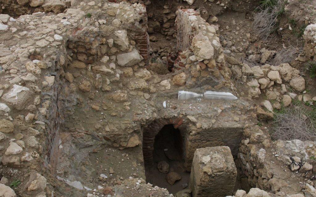 Des bains à Tel Yavne Yam (Crédit : Shmuel Bar-Am)